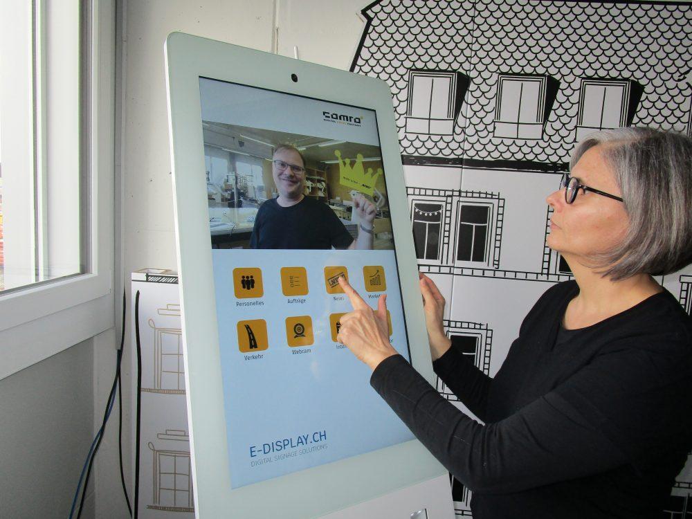 Mitarbeiter Touch-Stele bei E-Display