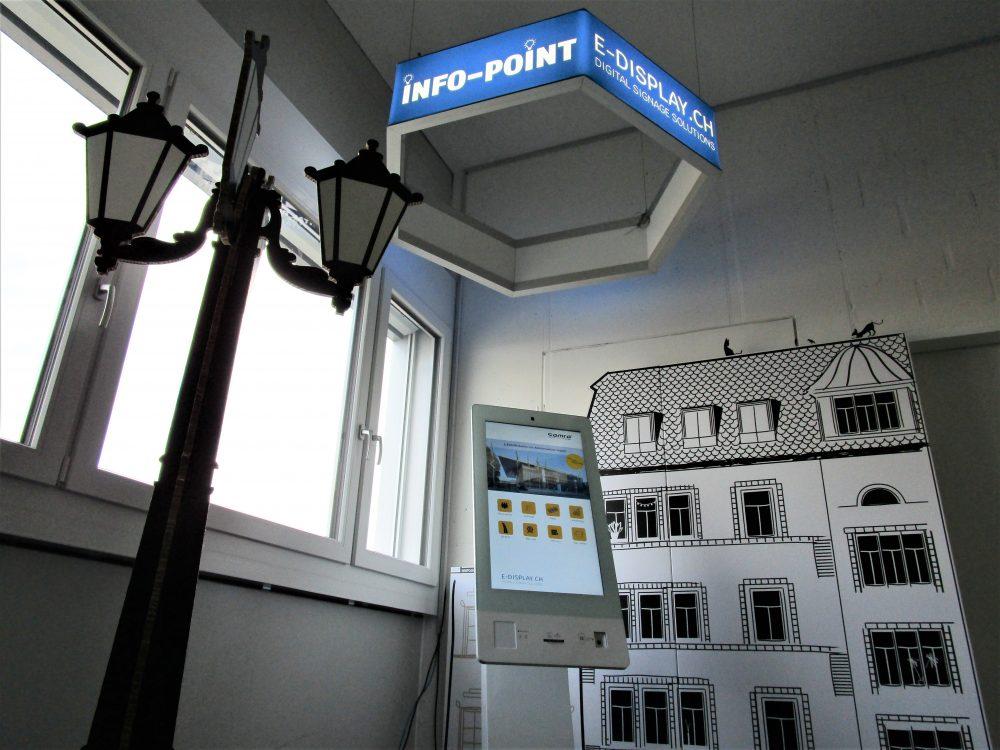 Info-Point für Mitarbeiter bei E-display